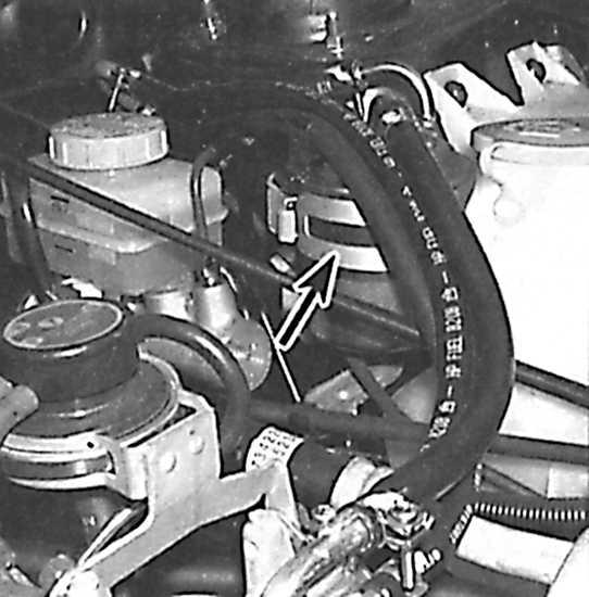Топливный фильтр расположен с левой